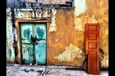 Love the doors and the vibrancy.